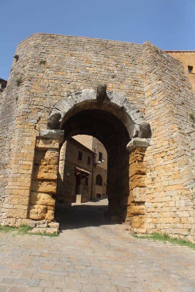 Porta all'arco Volterra Etruschi
